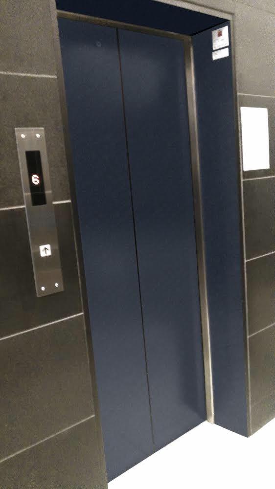 中央区賃貸ビル ダイノックシート施工事例